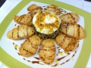 Salteado de setas con foie, huevo y vinagreta de frutos secos